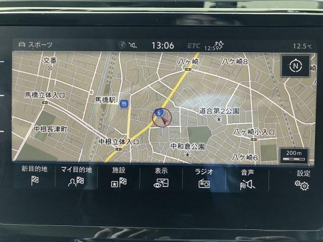 ナビゲーションを装備しております。美しく見やすい画面でと、操作しやすい操作盤は、快適で安全なドライビング空間をご提供致します