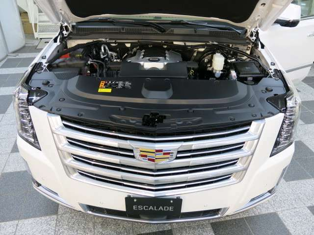 何と言っても426馬力を発生させる6.2L V8 OHVエンジン、最新のマグネティックライドコントロールの足回りが齎すパワフルな加速を堪能いただけます。
