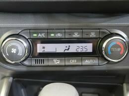 寒い冬で冷えきった身体も暑い夏で火照った身体も全席に快適な空調を届ける【オートエアコン】があれば正常な体温へと戻してくれ、快適なドライブがお楽しみいただけます