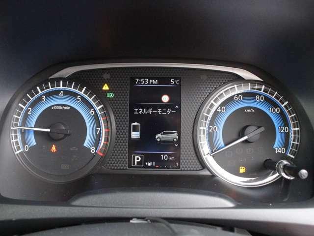 視認性の高い大型メーターで平均燃費や航続可能距離を表示します