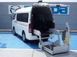 トヨタ ハイエースバン 3.0 ウェルキャブ Bタイプ ロング ディーゼルターボ 4WD リモコン付電動スイングアームリフト