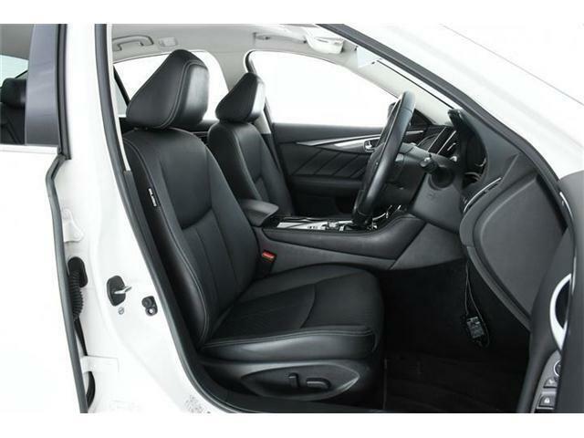 運転席・助手席にパワーシート装備。シートポジションを合わせるのも楽々ですね♪