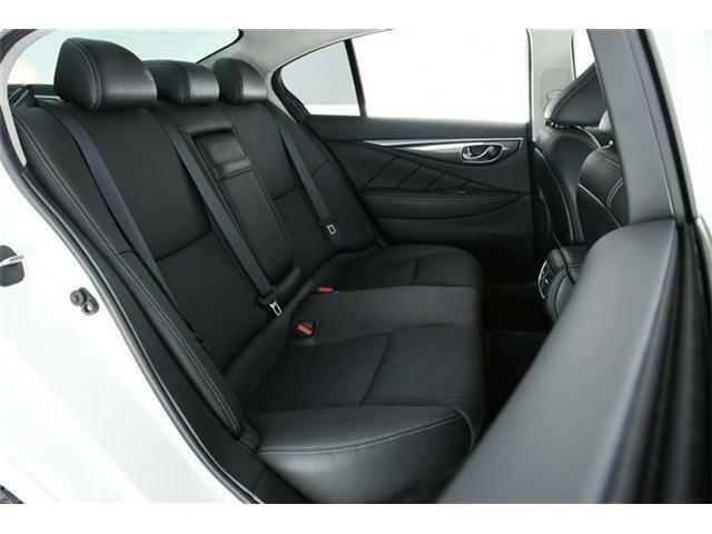 後部座席もシートには厚みがありクッション性も高いので、乗りやすい設計になっています。