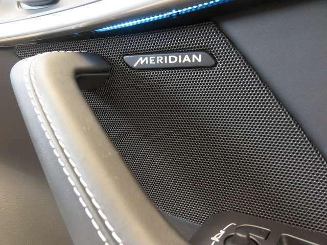 Meridianサウンドシステム「最適に配置されたスピーカーとデュアルチャンネルサブウーファーにより、澄みきった高音から深みのある低音まで豊かなサウンドを生み出します。」