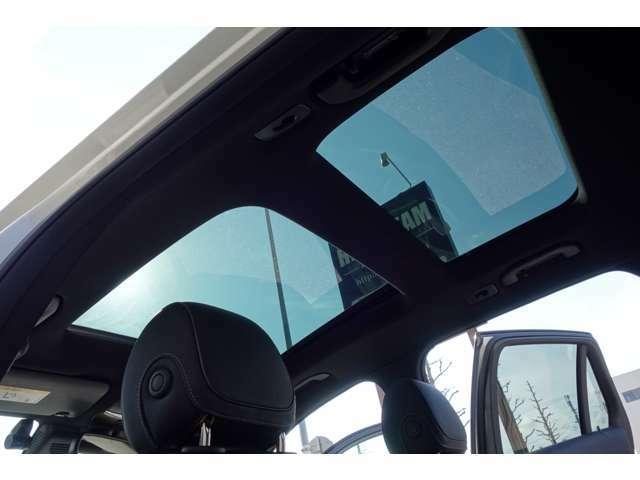 パノラミックスライディングルーフです☆シェードをオープンにした状態で車内を開放感のある空間に演出してくれます☆