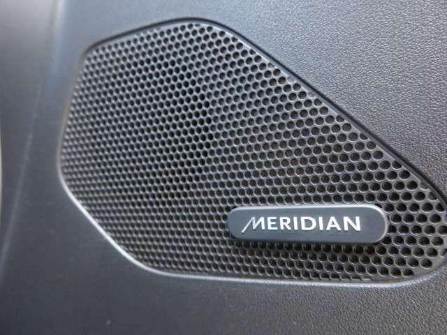 英国の老舗オーディオブラインド「MERIDIAN」製のサウンドシステムを標準装備するグレードです。高出力アンプにより臨場感に溢れる室内音響を実現します。