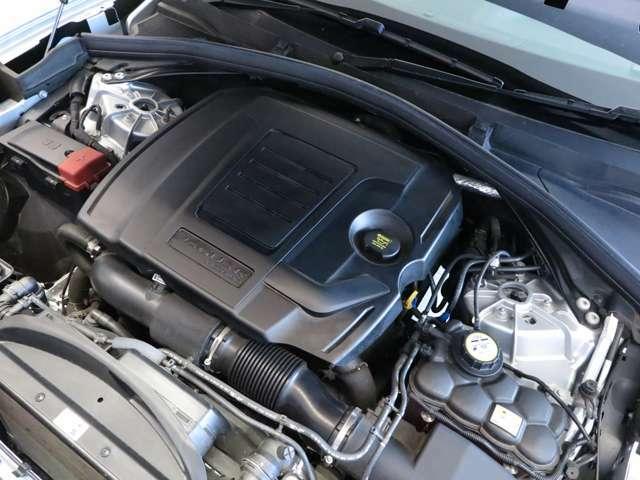 2.0L INGINIUM PETROLエンジンに8 Speed Automatic Transmissionを搭載。ストレスのない力強い走りとスムーズな加減速、そして高い燃費性能を誇ります。