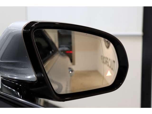 リアバンパーに搭載されたセンサーが死角に入った車輌を検知しドアミラーに警告を促すブラインドスポット搭載!PRE-SAFEなど備わったレーダーセーフティパッケージです!!
