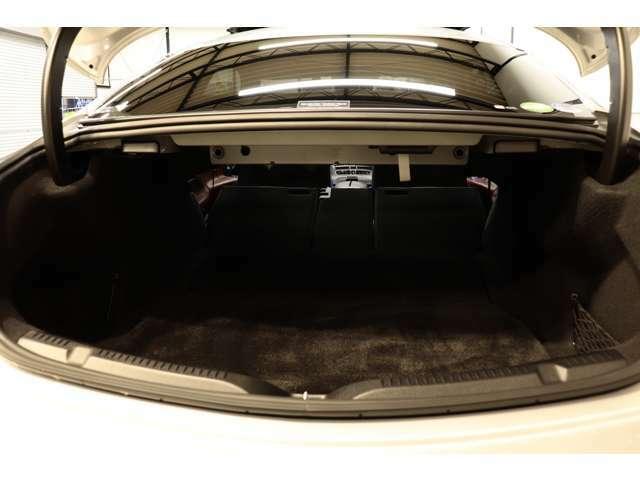 分割可倒式リアシートを採用したトランスルー機構を搭載!広々としたスペースが確保され大きな荷物も楽々積み込めます!