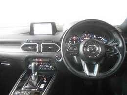 高級感漂う運転席周りです。インパネ周りの操作スイッチも使いやすい配置されています☆☆