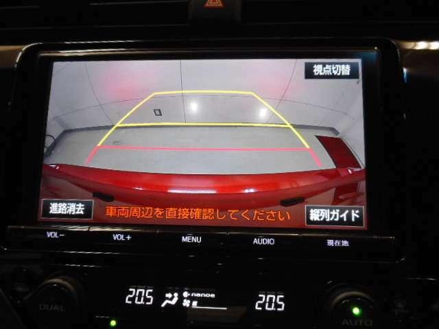 カラーバックガイドモニター装着車は後退時の強い味方です!車庫入れや縦列駐車の際、後退操作の参考になるガイドラインをナビ画面に表示します。後退時には直接後方を確認してくださいね!