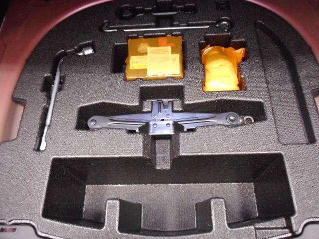 パンクの時は、パンク修理キットで対応可能。
