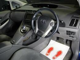 Wエアバック、ABS、衝突安全ボディー、横滑り防止機能で安心・安全のドライブをサポート!