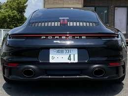 8速PDK・スポーツエグゾーストシステムブラック・PCCB・パワーステアリングプラス・20/21インチカレラSホイール・ホイールブラック塗装サテン・LEDマトリクスヘッドライトブラック