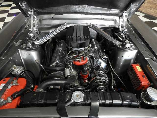 エンジンはRoush 342Egで5MTの組み合わせは非常に快適で、機関も良好の一台です!