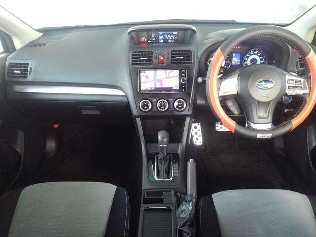 運転席と助手席とでエアコン温度設定が別々にできるデュアルエアコン装備★
