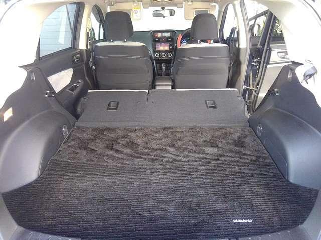 後席は両側とも前倒しにすれば荷室がこんなにも広くなります★荷台のマット付★