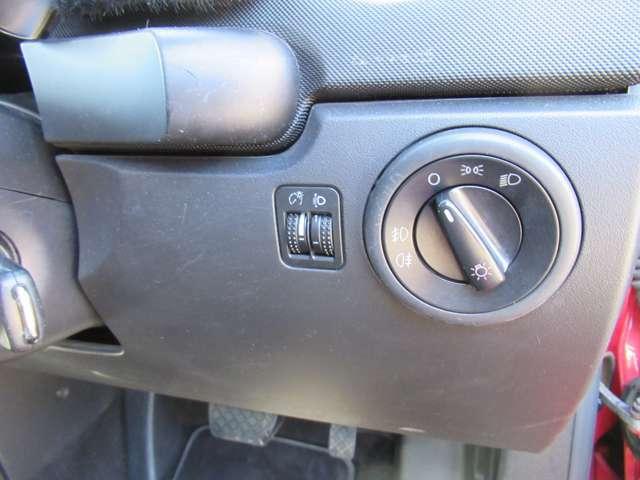 ヘッドライトスイッチ&ヘッドライトレベライザーが装備されております!