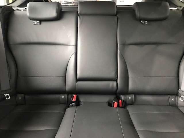 セカンドシート広々しております!大人の方でもゆったりご乗車いただけます!!