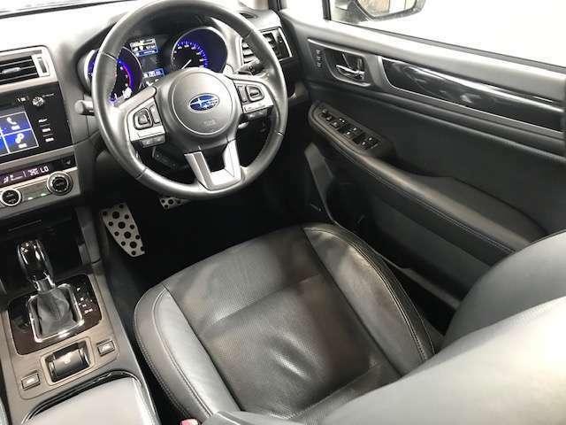 運転席、助手席共に広々しておりますので大人の方でもゆったりご乗車いただけます!!
