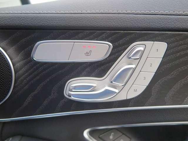 快適なシートヒーター・/メモリー機能付きのパワーシート付いてます!