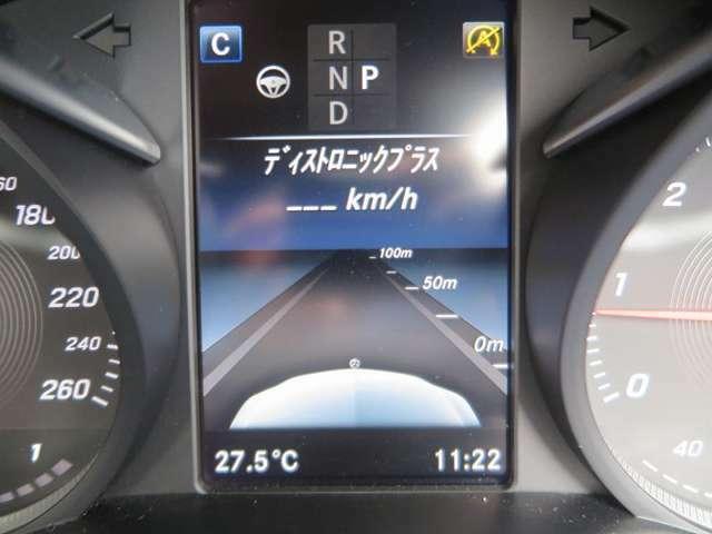 車間距離を一定に保つディストロニック・プラスや死角になりやすい位置に車がいることをミラーで知らせるブラインドスポットアシスト機能等の安全装備が揃ったレーダーセーフティパッケージ付き!