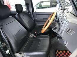 シートカバーは破れもなく使用頻度の高い運転席でさえこの綺麗さです。