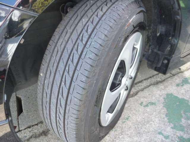タイヤはBS製レグノを装着しています。