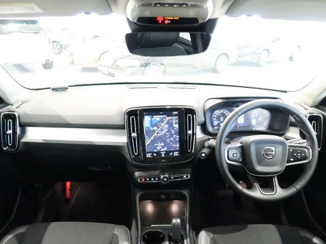 大人気XC40のモメンタムをご紹介!内装がシティウィーブでは男女問わず満足いただけるお車です。360度カメラに運転席電動シートを装備しております。