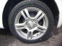 新品タイヤ、社外アルミホイールに替えてます!!