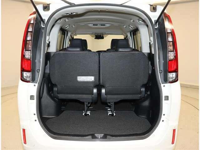トランクもこの広さ!大きな荷物でもこのトランクさえあれば安心ですね♪何を載せてドライブに出かけますか??