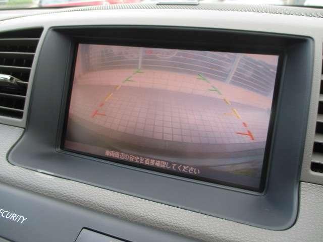 カラーバックカメラ+サイドカメラも装備されております♪後方の障害物や停止位置の確認にとても便利です♪アシストラインも表示され安心ですね♪細い道の走行や幅寄せ等もモニターで確認出来ますので安心です♪