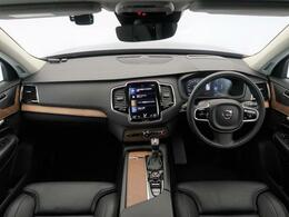 【2020年モデル】1オーナーのXC90インスクリプションをご紹介します!内外装共に黒の統一感あるお車となっております。安全装備はもちろん、快適装備も充実しておりますので、是非一度ご覧くださいませ!