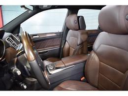 運転席にはタバコブラウン/マロンナッパレザーシートが備わります!シートヒーター&ベンチレーターは勿論、マッサージ機能まで備わります!