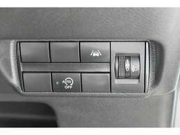 車線逸脱警報システムをはじめとする安全装備や快適装備が充実しています♪