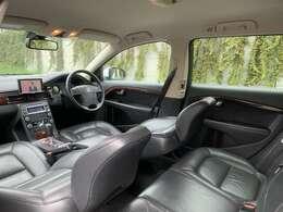 専門スタッフによる、除菌消毒及び抗菌コート施工済みで、クリーンな車内空間 嫌な臭いや汚れはありません