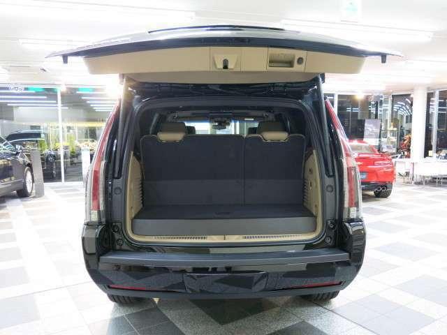そして、車内の情報・通信・エンターテインメントを統合する先進のCUEや、高品位なBOSE サラウンドサウンドシステムに、