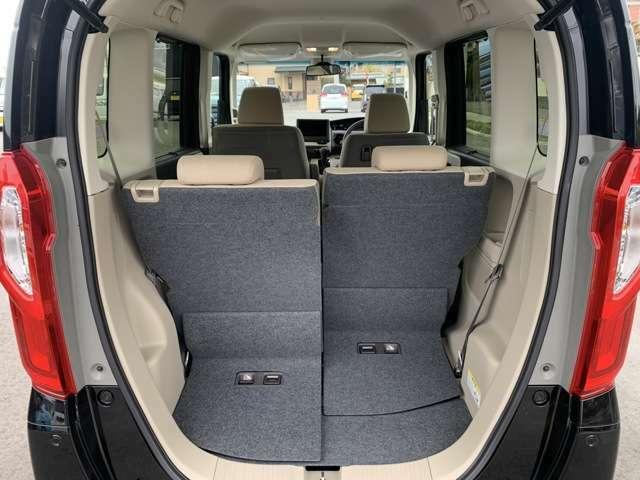 前席との距離と荷室長の調節が可能。左右は独立してスライドします。