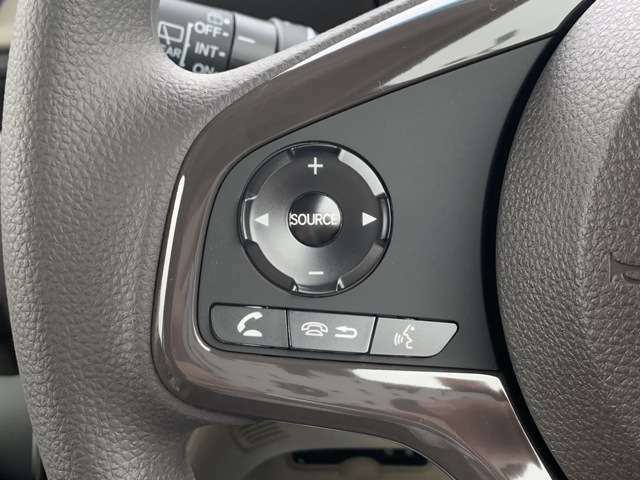 オーディオリモコン付きでハンドルを握ったままオーディオ操作が可能です。(別途対応オーディオが必要です)