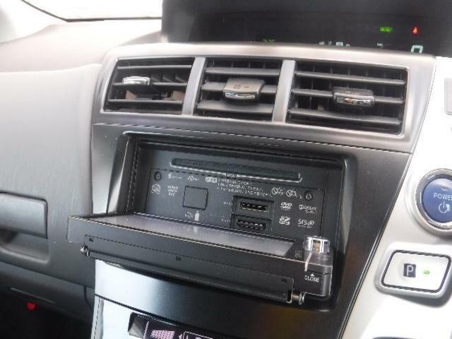 ナビ画面が開き、CDやDVDなどの再生ができます。