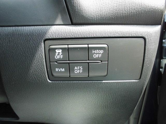 信号待ちなどで無駄なガソリンを節約するi-stopはもちろん、TCS(トラクションコントロールシステム)&DSC(横滑り防止機構)やRVM(隣車線上の後方からの車両接近を通知)で安全運転をサポート!