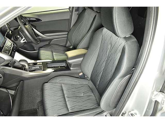ホールド性の高いフロントシート!快適にドライブできますね♪