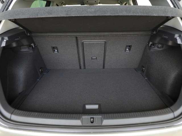 ☆通常でも380Lの容量を確保。後席の背もたれを倒せば1,270Lの広大なスペースが生まれます☆