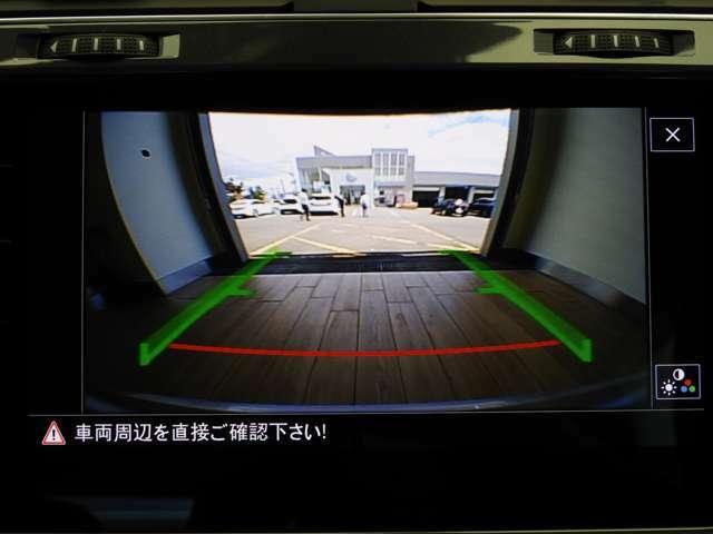 ☆ギヤをリバースに入れると車両後方の映像を映し出します☆