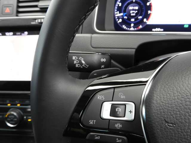 ☆ACC:クルーズコントロールにレーダーセンサーを組み合わせたシステムです。好感度なレーダースキャンにより先行車を測定。あらかじめ設定されたスピードを上限に自動で加減速を行います☆