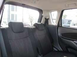 窮屈さを感じさせない後部座席でドライブを楽しみましょう♪