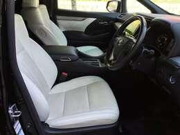 白レザーシート  シートヒーター、シートエアコン装備です。