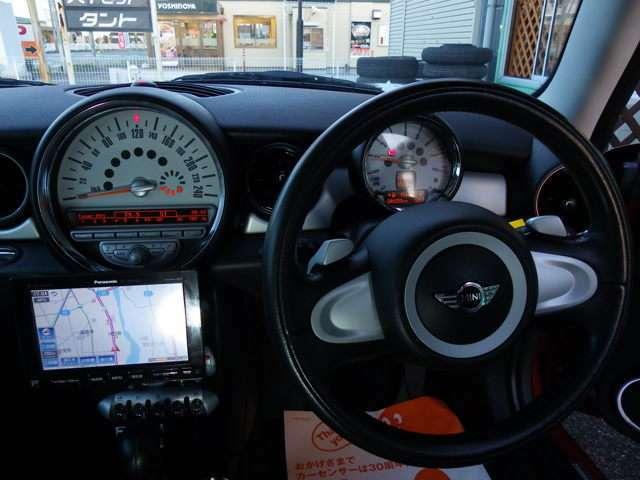 MT感覚でシフトチェンジできるパドルシフト。さらに、かっこいい!MT車が少なくなってきた現在に、面白さをとり入れた装備です。