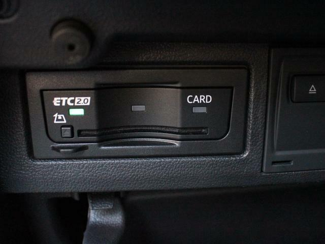 ETCはグローブボックスの中に装着されています。こちらの車両にはDSRC(ETC 2.0)が付いていますので、渋滞情報などリアルタイムでナビに反映されます。