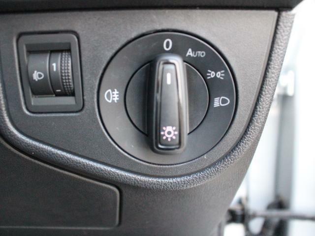 スッキリしたデザインのロータリー式ライトスイッチです。オートライト付きなので、自動点灯します。夕暮れ時も早めに点灯するので、視認性が向上します。